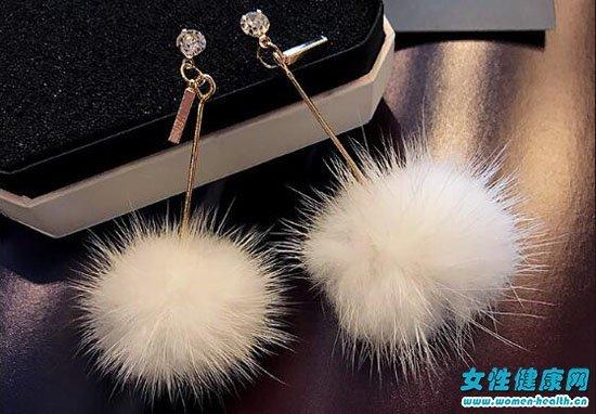 秋冬季漂亮的耳环推荐 毛球耳环让你又暖又仙