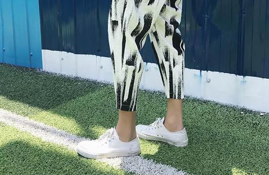 奶奶裤配什么鞋子好看 吴亦凡奶奶裤引领时尚潮流