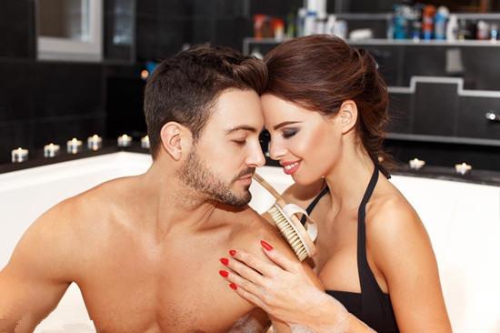 夫妻浴室性爱需要哪些技巧 这些技巧让夫妻性生活更甜蜜哦